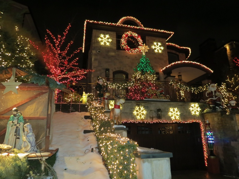 Spectacular Christmas Lights At Dyker Heights Brooklyn And